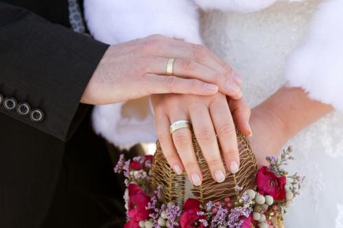 Zu den Verlobungs- & Trauringen >>>
